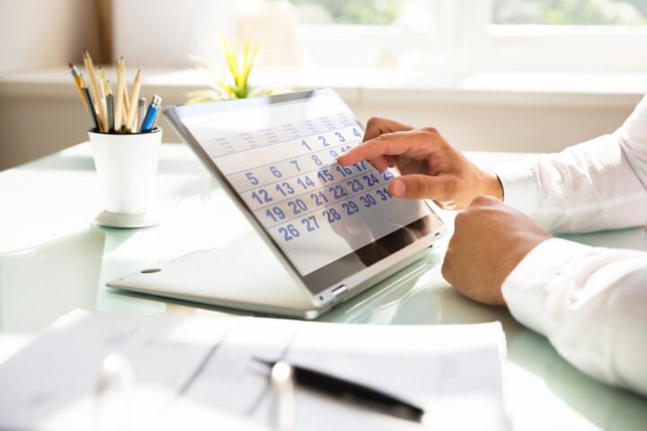 Businessman-using-calendar-to-schedule-iStock-1000963816-uai-720x480